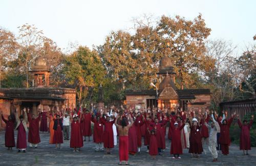 devgarh tour 2009 swami ozen rajneesh00026